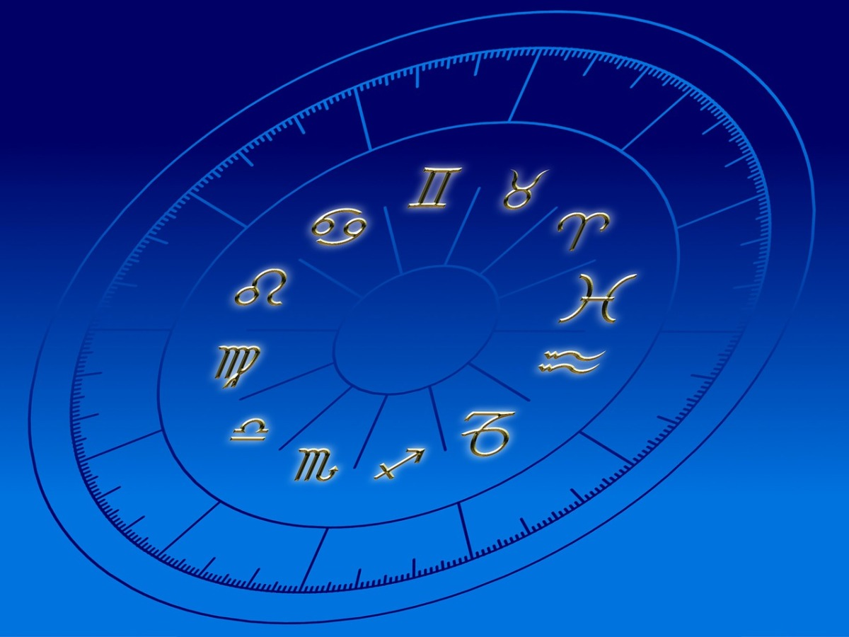 horoscope wheel with zodiac signs and astrological houses